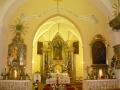 hosszupereszteg-szent-istvan-kiraly-templom-a-szentely-a-mellekoltarokkal